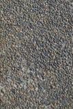 Textur av stenväggen av små kulöra stenar Arkivbild