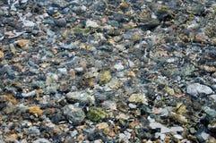 Textur av vatten och stenar Royaltyfri Foto