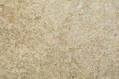 Textur av yttersidan av en gammal antik vägg med ett murbruklager som förstörs från fuktighet, många sprickor, blåsor på väggen Fotografering för Bildbyråer