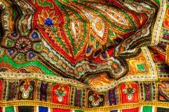 Textur bakgrund, modell Kvinnas sjalett, sjal Ljust c Royaltyfri Bild