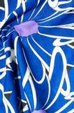 Textur bakgrund, modell Kvinnors blåa siden- klänning På en abs Royaltyfria Bilder