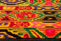 Textur bakgrund, modell Uzbekiska motiv för torkduk Indiskt tyg royaltyfria foton