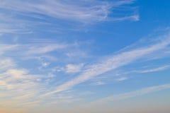 textur för aftonskiessky Solnedgång clouds skyen Härligt moln för bakgrundsskymninghimmel på solnedgång arkivbilder