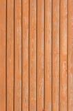 Textur för bräde för naturliga gamla wood staketplankor tränära, överlappande ljus för closeboardterrakotta för rödaktig brunt mo Arkivfoto