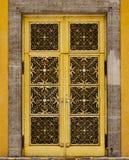 textur för dekorativ dörr för bakgrund guld- arkivbilder