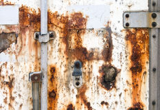 textur för fragment för lastbehållaredörr gammal rostad Arkivfoto