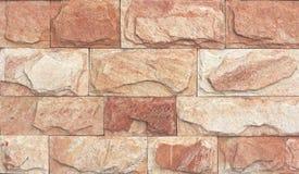 Textur för stenväggen, travertine belägger med tegel fasadbeklädnad arkivbild