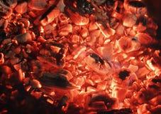 Textur från röda kol i spis Arkivfoton