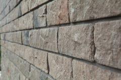 Textur - konstgjord façade för dekorativ sten Dekorativa grå färger färgar grov textur för bakgrund för stenvägg Royaltyfria Bilder
