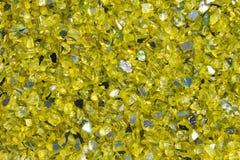 Textur och bakgrund av klara gula kiselstenar arkivbilder