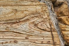 Textur och modeller i ett avsnitt av utsatt sandsten vaggar arkivbild