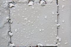 textur Våt grå färgmetallvägg En bakgrund med förslitningar och c Arkivfoton