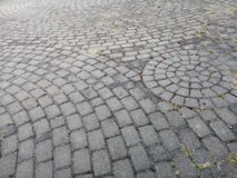 Textura A área é alinhada com muitas pedras cinzentas quadradas pequenas imagem de stock