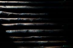 Textura abstracta del alto contraste de la superficie de madera materiral con l imagenes de archivo