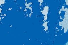 Textura abstrata branca e azul do fundo Mapa da fantasia com linha costeira norte, mar, oceano, gelo, montanhas, nuvens fotografia de stock