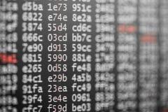 Textura abstrata do fundo do código com dígitos brancos e vermelhos foto de stock