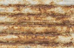 Textura acanalada oxidada de la techumbre del metal Foto de archivo libre de regalías