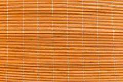 A textura alaranjada de madeira de bambu com textura natural da esteira dos testes padrões pode Imagens de Stock