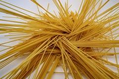 Textura amarilla del fondo de la vitamina B de la comida de las pastas de los espaguetis fotos de archivo