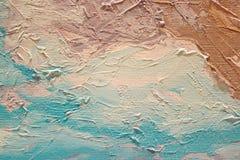 Textura ascendente cercana de la pintura al óleo con los movimientos del cepillo