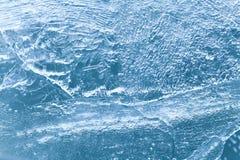 Textura azul congelada da superfície do gelo, fundo gelado do xmas vista macro, foco macio Imagem de Stock