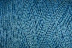 Textura azul de Hank de linhas de lã grossas Imagem de Stock