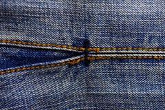 Textura azul de los pantalones vaqueros del dril de algodón Foto de archivo libre de regalías