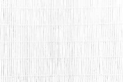 A textura branca de madeira de bambu com textura natural da esteira dos testes padrões pode imagens de stock