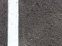 Textura branca do asfalto da pista, fundo Imagem de Stock
