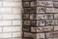 Textura branca e marrom da parede de tijolo foto de stock