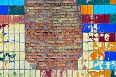 Textura brilhante de uma parede de tijolo e de uma telha colorida Imagens de Stock