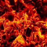 Textura caliente del fondo del primer de las briquetas del carbón de leña que brilla intensamente fotografía de archivo libre de regalías