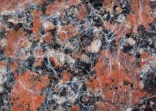 Textura castanho-avermelhado do granito com os pontos pretos e cinzentos usado como um fundo imagem de stock royalty free