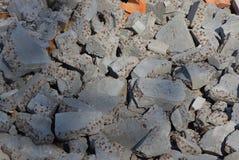 Textura cinzenta das partes de concreto e de pedras em uma pilha do lixo imagens de stock royalty free