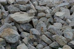 Textura cinzenta de uma pilha de grandes pedras imagens de stock royalty free