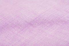 Textura cor-de-rosa roxa do macro da camisa de algodão Fotografia de Stock Royalty Free