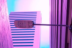 Textura creativa del color en colores pastel del ladrillo de los posts de la lámpara del vintage y de la lámpara imagen de archivo