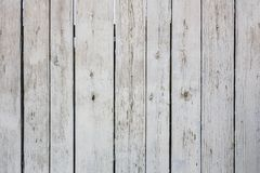 A textura da cerca gasto velha de placas brancas pintadas da pintura fotos de stock royalty free