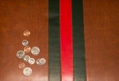 Textura da cor do Natal com mala de viagem de couro Imagens de Stock