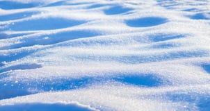 A textura da neve em um day_ ensolarado claro do inverno imagem de stock
