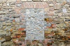 textura da parede de tijolo Mure com obstruído pela janela dos tijolos Nenhuma saída foto de stock