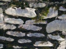 A textura da parede pavimentada com pedra imagens de stock