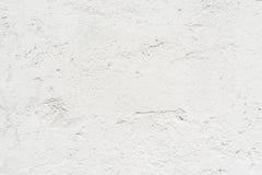 A textura da parede velha é branca, lá é fraturas da camada protetora branca de emplastro imagem de stock