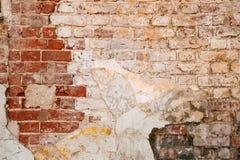 Textura da parede velha da rocha para o fundo com janelas Imagens de Stock Royalty Free