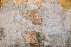 Textura da parede velha da rocha para o fundo com janelas Fotos de Stock