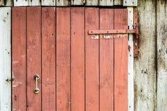 Textura da porta rachada velha da madeira da pintura Foto de Stock