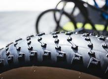 Textura da roda de trilha da bicicleta do pneu da bicicleta imagens de stock