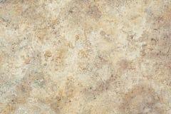 A textura da superfície da parede velha da construção, lá é fraturas, quebras, divórcios da cor e depósitos de sal imagem de stock
