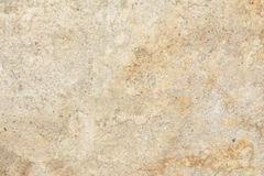 A textura da superfície da parede velha da construção, lá é fraturas, quebras, divórcios da cor e depósitos de sal fotografia de stock