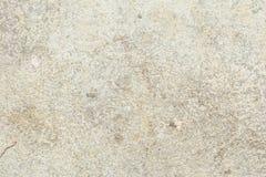 A textura da superfície da parede velha da construção, lá é fraturas, quebras, divórcios da cor e depósitos de sal imagens de stock royalty free